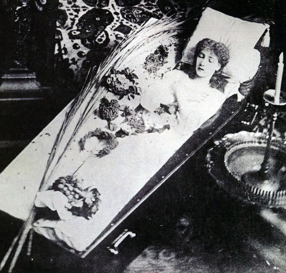 sarah-bernhardt-open-coffin